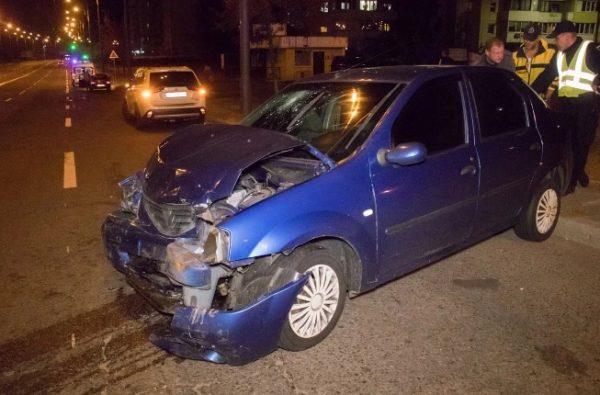 В Киеве пьяная женщина врезалась на автомобиле в церковь