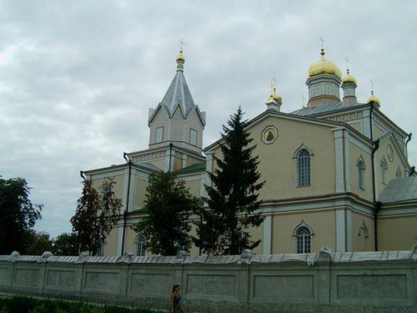 Свято-Троицкий храм Украинской православной церкви Московского патриархата